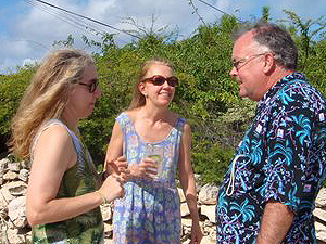 Porter telling a story to Margert Ann and Mary Kathryn ... wonder what he said  - photo by Jim & Sharon Shaffer